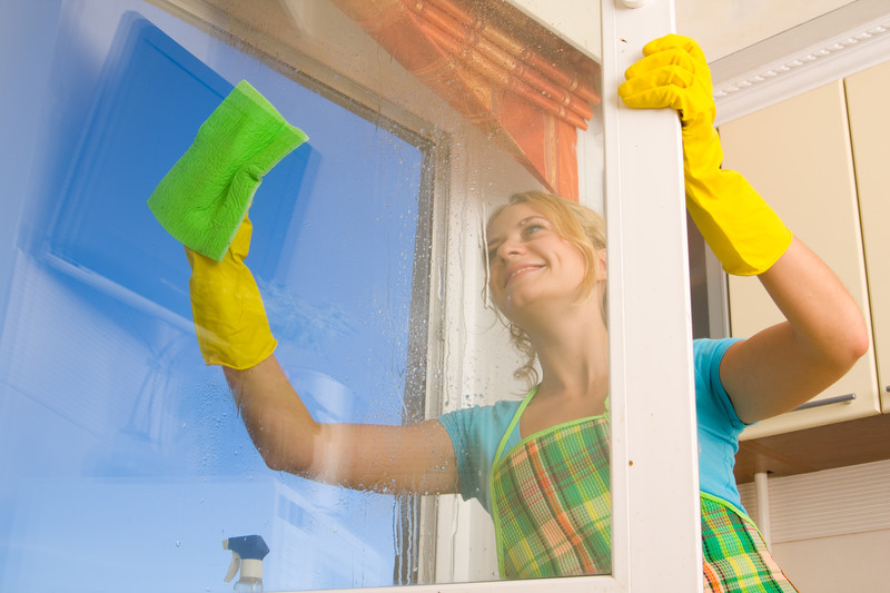 Clean Your Glass Windows Without Leaving Streaks